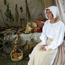 Zatímco manželé-vojáci vykonávali vojenské povinnosti, markytánky vařily, podávaly jídlo a pití a často také provozovaly hazardní stoly.