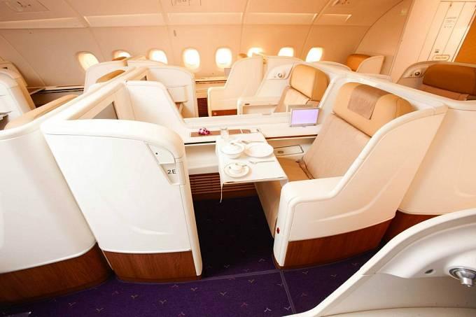 Thai Airways, letenka první třídou z New Yorku do Bangkoku vás přijde asi na šest tisíc dolarů.