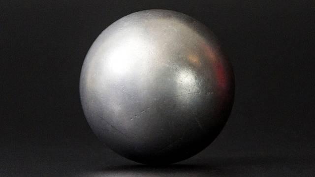 Tajemná kovová koule zmátla vědce.