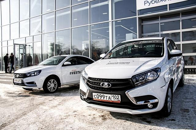 Ruská automobilka AvtoVAZ sice zavádí do výroby nové model aut značky Lada, ale stále na trhu spíše jen přežívá.