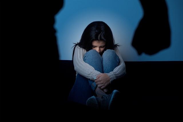 Dětské nevěsty se často stávají obětí domácího násilí.