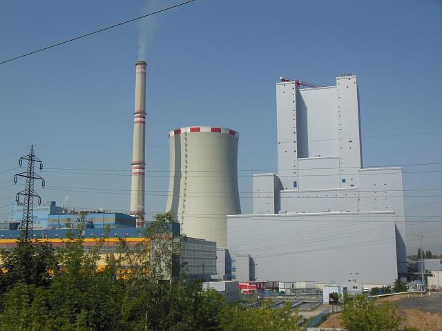 Nový blok elektrárny Ledvice. Moderní, elegantní, ale zatím nefunkční.