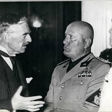 Britský premiér s italským vůdcem Benitem Mussolinim v Mnichově
