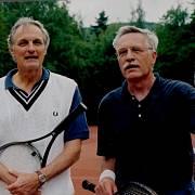Alan Alda a Václav Klaus po tenisovém přáteláku