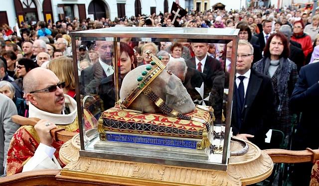 Lebka svatého Václava při Národní svatováclavské pouti
