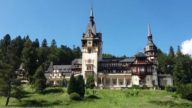 Svědek doby, kdy Rumunsko bylo ještě královstvím - zámek Peleş v městě Sinaia.