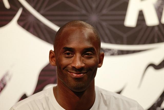 Legendární basketbalista Kobe Bryant se skariérou rozloučil 60body.