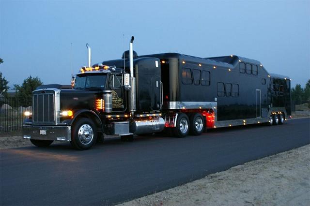 Midnight Rider je nejdražším obytným kamionem na světě.