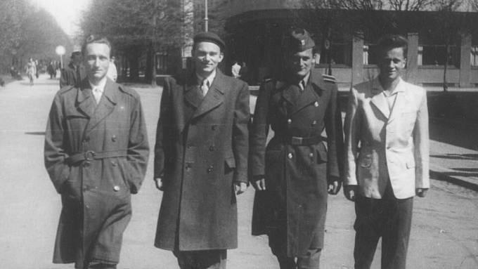 Vladimír Hradec (druhý zleva)
