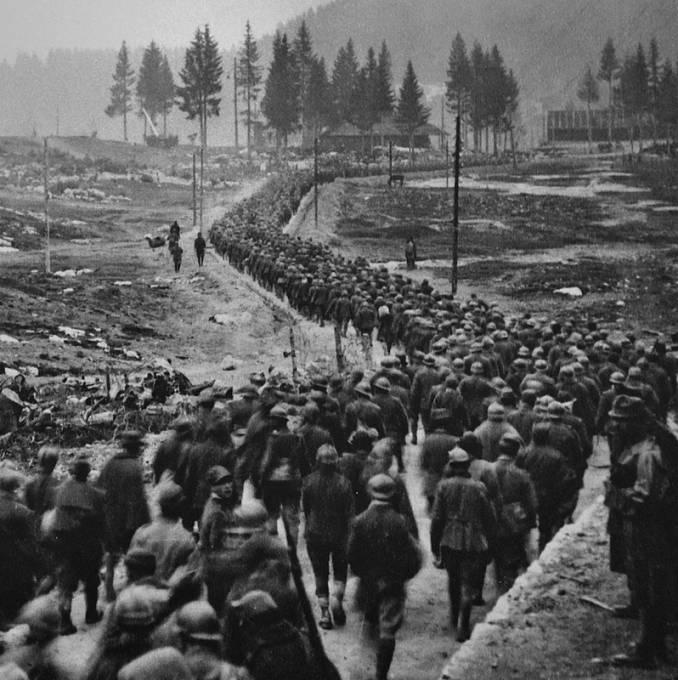 Během ofenzívy proudily tisíce italských vojáků do rakouských zajateckých táborů a naopak tisíce rakouských vojáků do italského zajetí.
