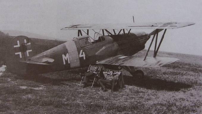 Stíhací jednomotorový dvouplošník Avia B.534 slovenských leteckých sil
