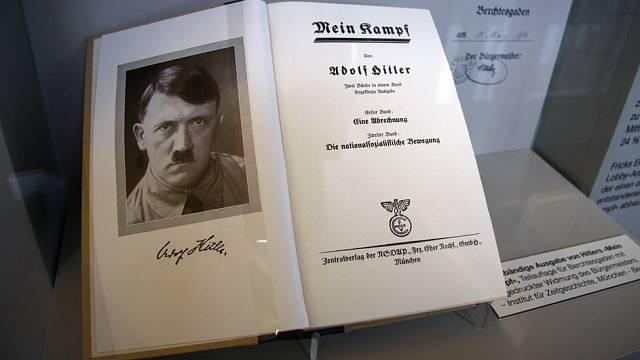 Mein Kampf vydělal Hitlerovi obrovskou sumu říšských marek.