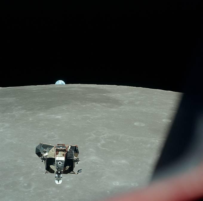 Lunární modul odstartoval znovu na oběžnou dráhu. Po necelých čtyřech hodinách se spojil s velitelským modulem.