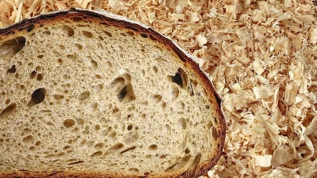 V době hladomoru se chleba pekl i z pilin.