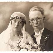 Svatební fotografie německého páru z roku 1920