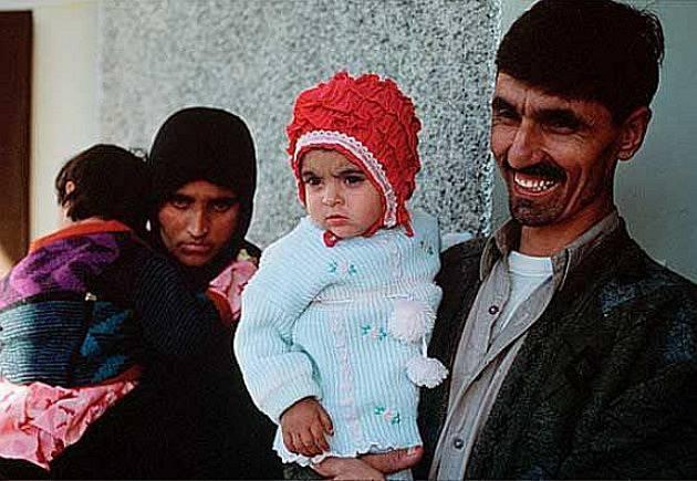 Šarbat Gula s manželem a dětmi