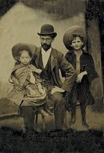 Ing. Emil Kolben s dcerou Gertou a synem Hanušem, 1902