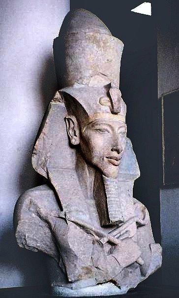 Busta faraona Achnatona
