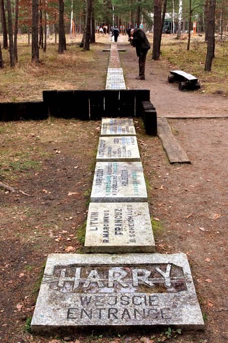 Památník na místě tunelu Harry