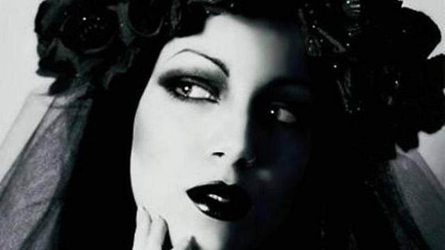 Vera Renczi prý byla čarokrásná žena, její pravou podobu ale nikdo nezná.