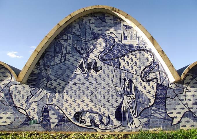 V roce 1940 dokončil architekt Oscar Niemeyer komplex několika budov Pampulha Modern Ensemble v okolí umělého jezera.