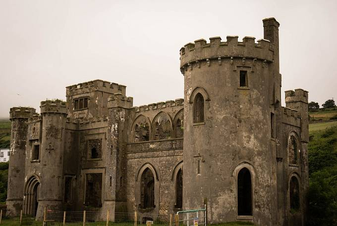 Bergfrit neboli hlavní obranná věž hradu byla místo, kde obránci odolávali útokům nepřátel.