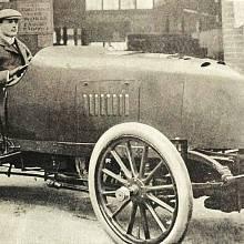 Rolls ve voze Mors, na kterém dosáhl rychlosti přes 136 km/h