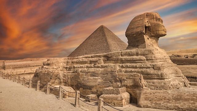 Sfinga byla vytesána zjediného kusu vápence.