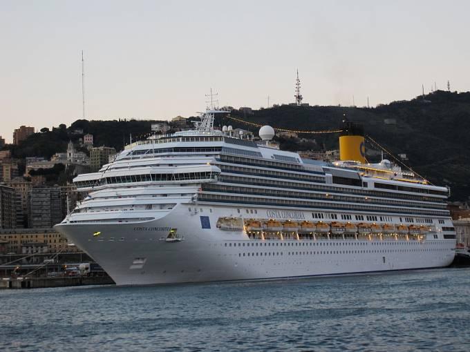Loď Concordia, který havarovala poblíž italských břehů v roce 2012. Při tragédii zemřelo třicet lidí.