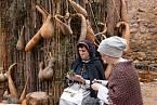 Ženy z chudších vrstev měly často jen jedny nebo dvoje šaty.