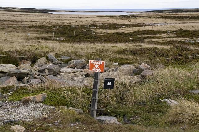 Pozor, minové pole