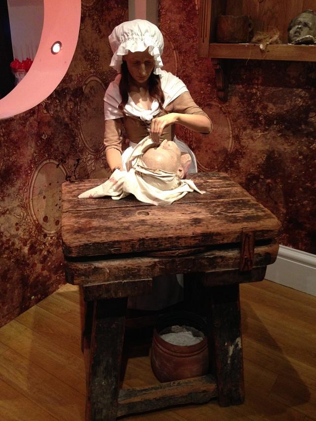 Marie Tussaud při práci, Muzeum vLondýně