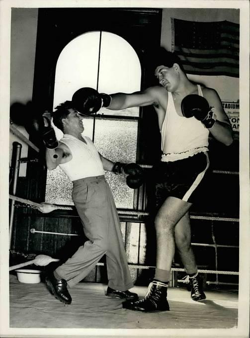 Váhová kategorie bantam je od roku 1880 používána i v profesionálním boxu