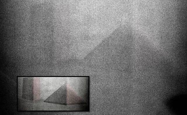Pyramida a kolosální monolit na povrchu Měsíce? I to NASA údajně tají