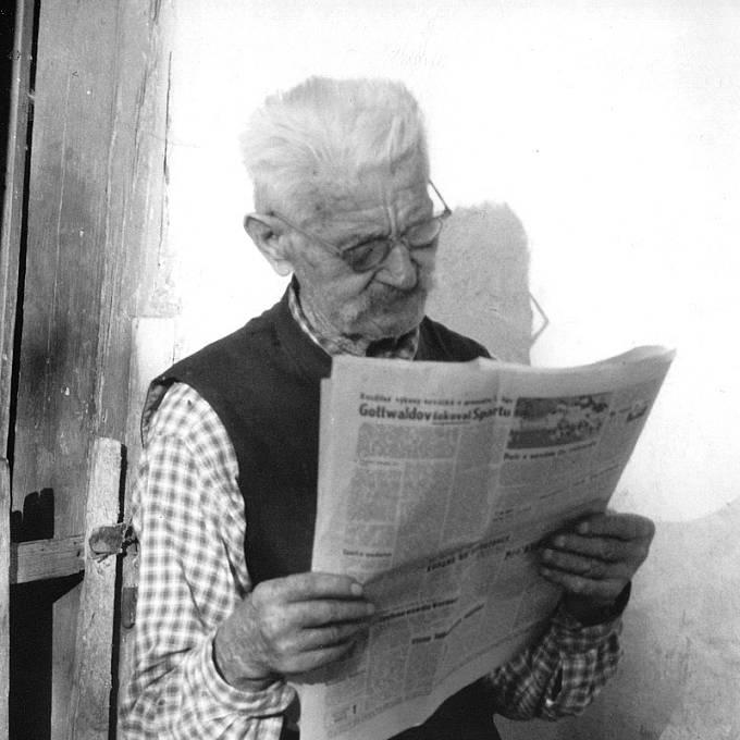 Veterán Tomáš se zajímal o dění ve světě i ve svých 88 letech (r. 1966).