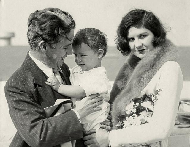Charlie Chaplin sdruhou manželkou Litou Grey a synem