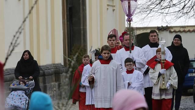 """Církevní procesí a svěcení """"kočiček"""" - dvě nejčastější tradice spojované s Květnou nedělí"""