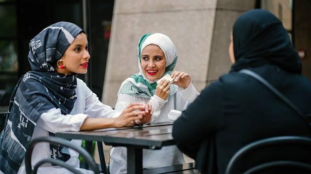 Muslimské ženy jsou stále ženy. Chtějí se líbit a uznávají módu.