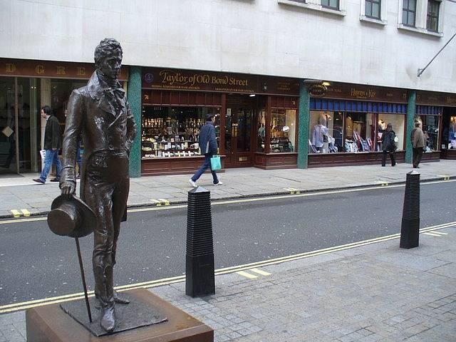 Socha George Brummella od Ireny Sedlecké v Londýně