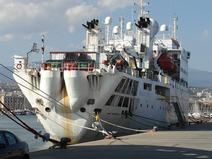Loď italské pobřežní stráže