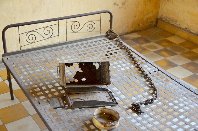 Na této posteli Rudí Khmerové mučili své oběti.