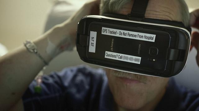 Ronald Yarbrough čeká vLos Angeles na srdce. VR brýle mu pomáhají tlumit bolest.
