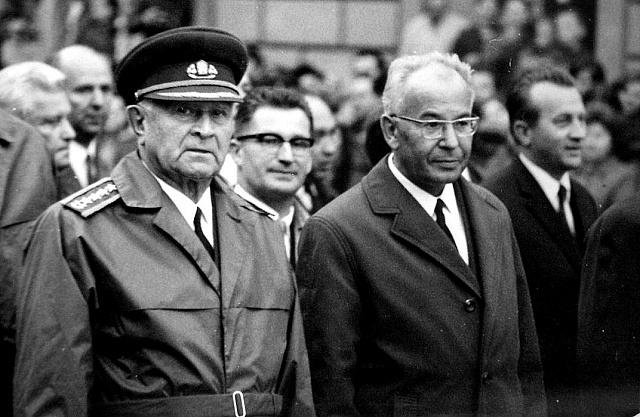 Ludvík Svoboda sGustávem Husákem vBanské Bystrici vspnu 1969