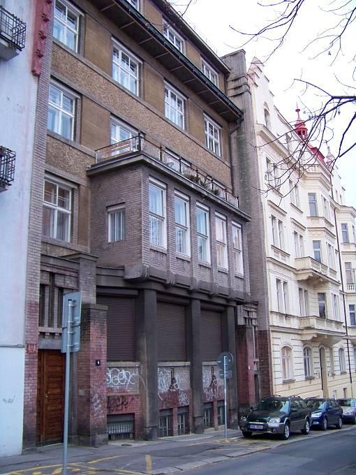 Laichterův dům v Chopinově ulici na pražských Královských Vinohradech (1909)