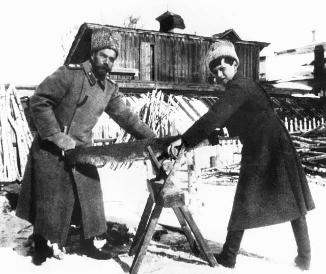 Ruský car Mikuláš II. se svým synem, carevičem Alexejem