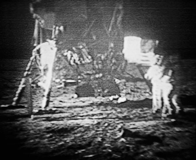 Záběry z přistání na Měsíci roku 1969