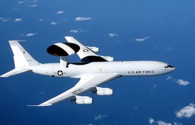 Letoun vzdušné kontroly E-3 AWACS