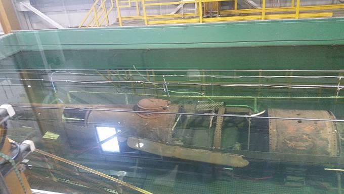 Vrak ponorky naložený v hydroxidové lázni