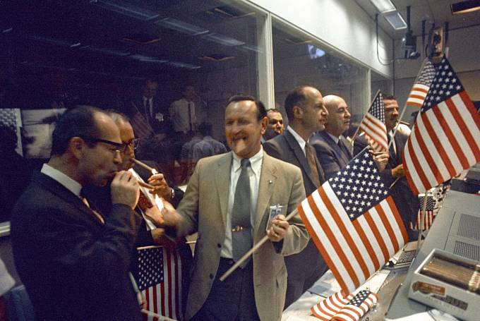 24. července 1969 propukla v řídicím centru NASA velká oslava, když se posádka mise Apollo 11 úspěšně vrátila z Měsíce.