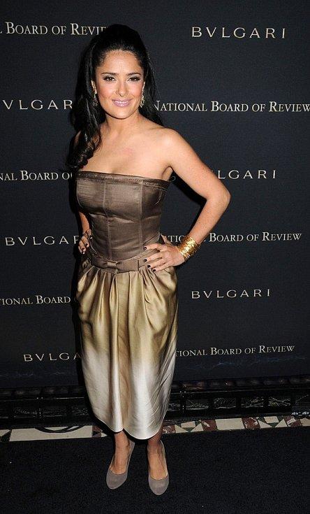 Róby YSL často oblékají hvězdy Hollywoodu: Salma Hayek